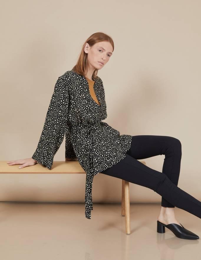Alef Alef | אלף אלף - בגדי מעצבים | קימונו Valentina שחור דפוס בז'