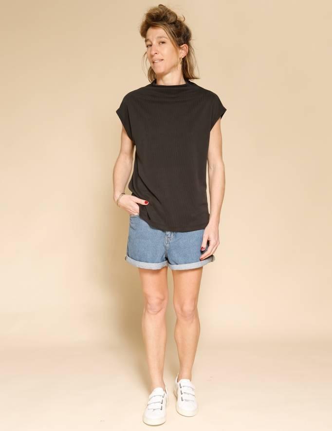 Alef Alef | אלף אלף - בגדי מעצבים | חולצת Eini שחור פחם