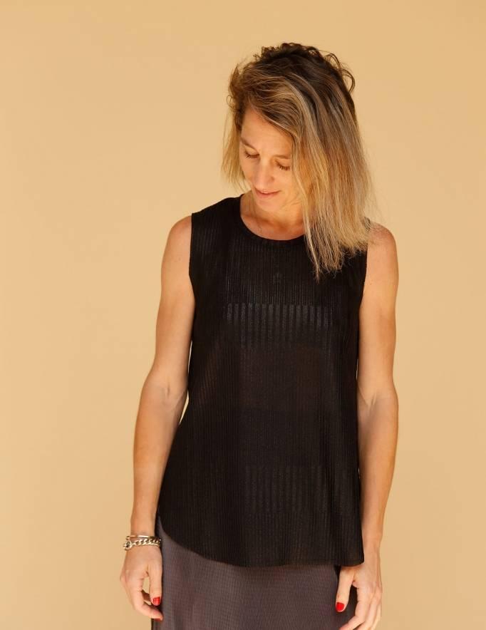 Alef Alef | אלף אלף - בגדי מעצבים | גופית LEVY ריב שחור מבריק