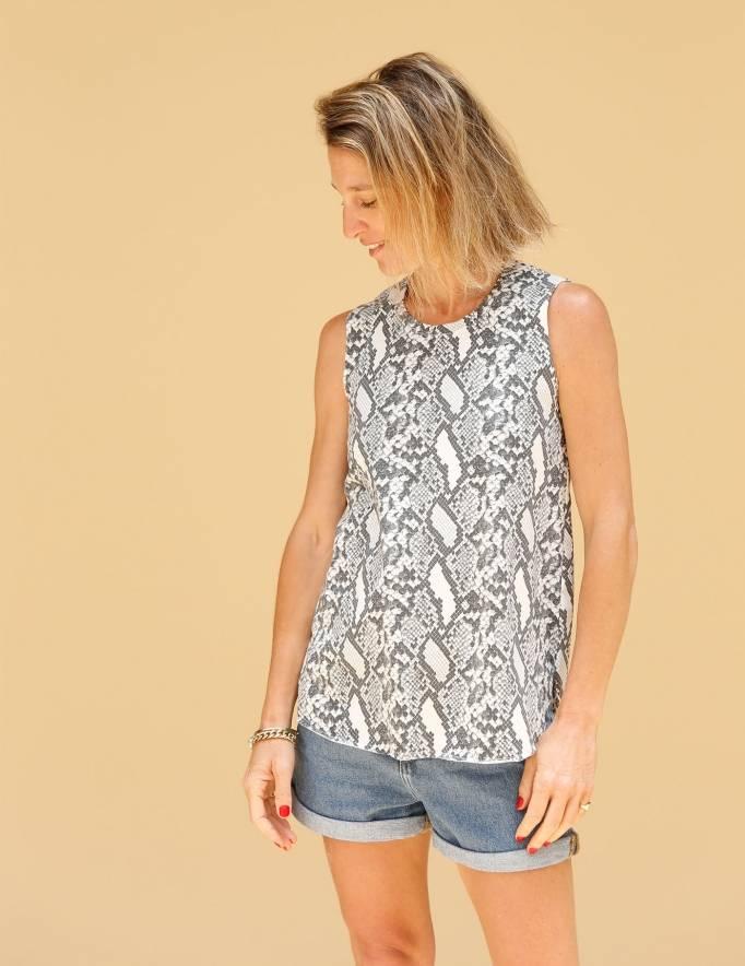 Alef Alef | אלף אלף - בגדי מעצבים | גופית LEVY הדפס מנוחש/לבן