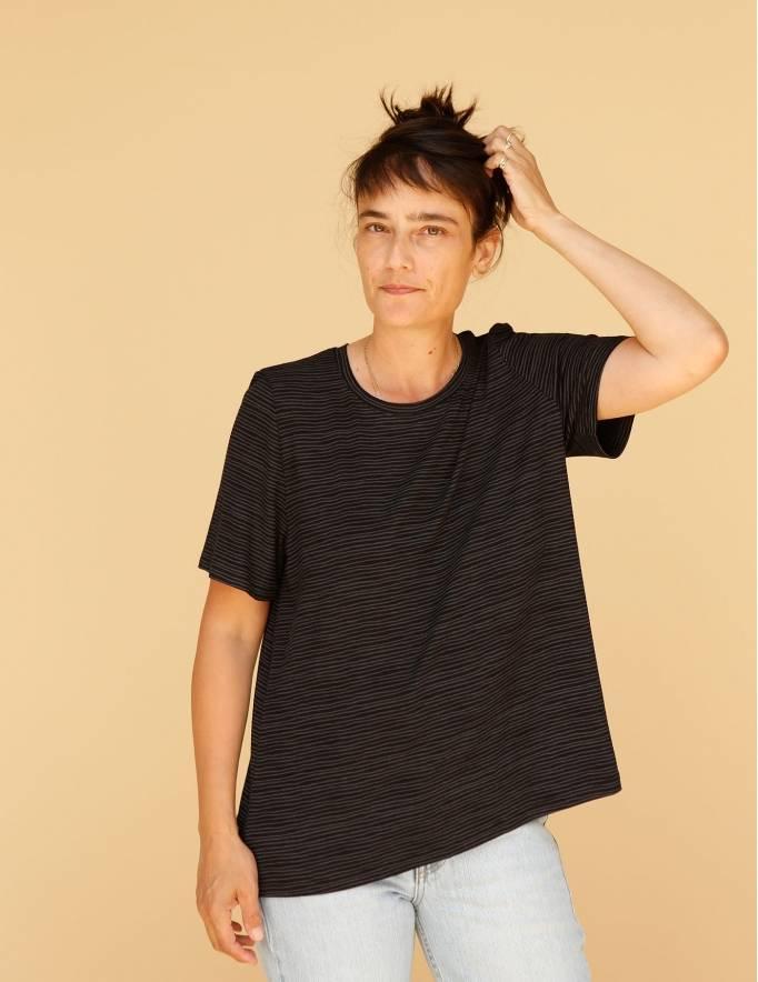 Alef Alef | אלף אלף - בגדי מעצבים | חולצת Cohen שחור פסים אפור
