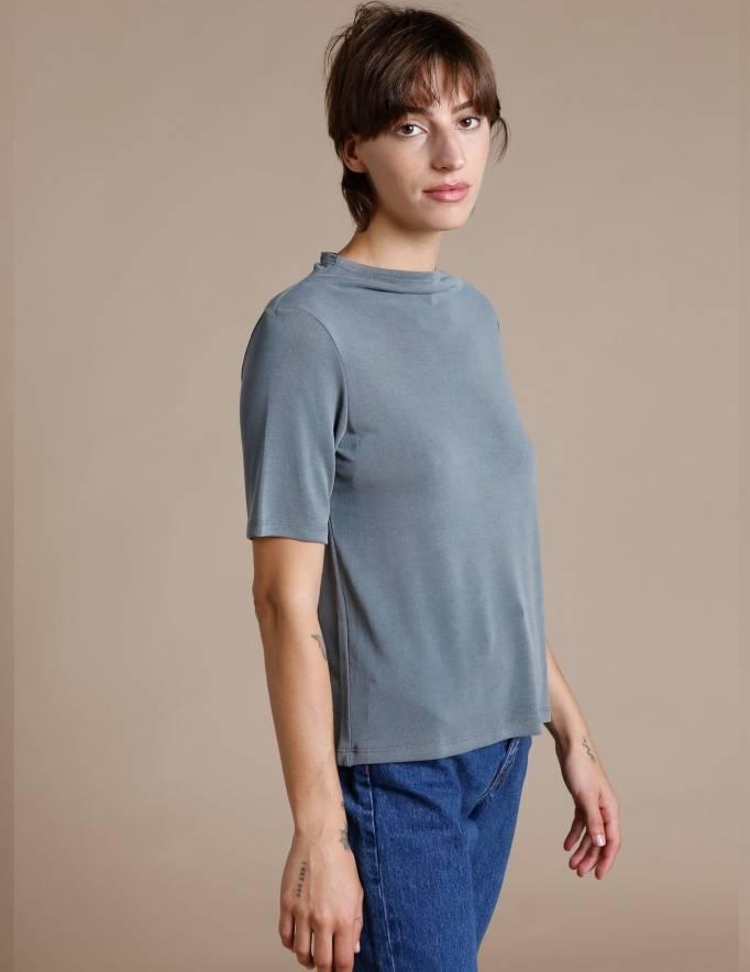Alef Alef | אלף אלף - בגדי מעצבים | חולצת Denali אקליפטוס