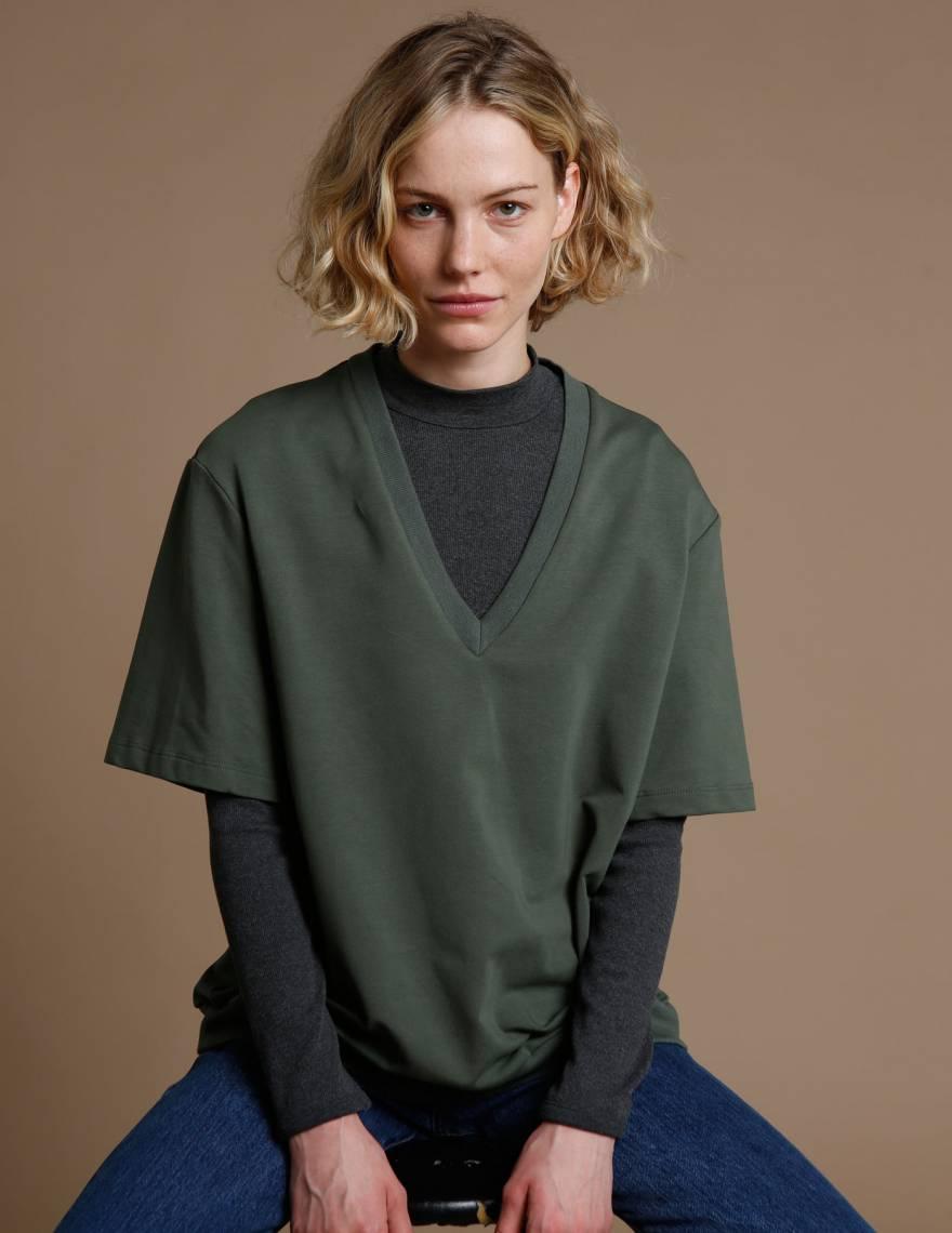 Alef Alef | אלף אלף - בגדי מעצבים | חולצת Cook ירוק בקבוק