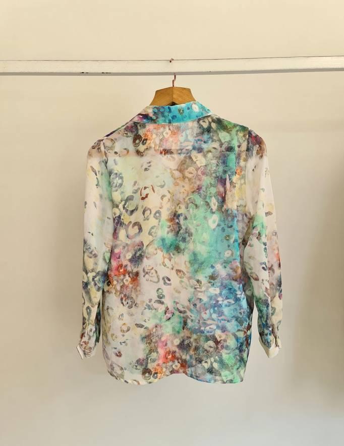 Alef Alef | אלף אלף - בגדי מעצבים | חולצת שיפון מכופתרת  הדפס צבעוני