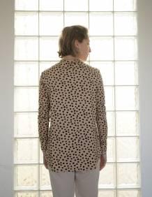 Alef Alef   אלף אלף - בגדי מעצבים   חולצת Saana   מוקה דפוס שחור