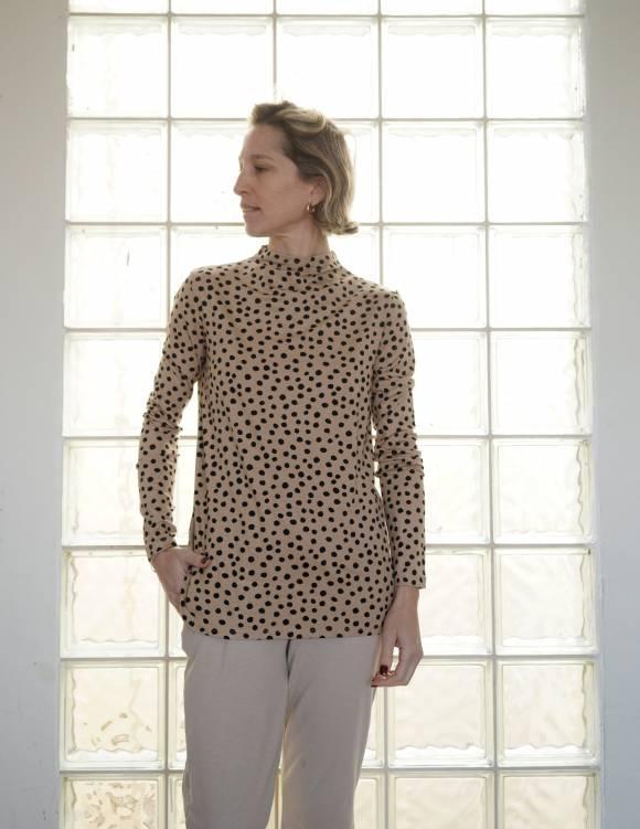 Alef Alef | אלף אלף - בגדי מעצבים | חולצת Saana | מוקה דפוס שחור