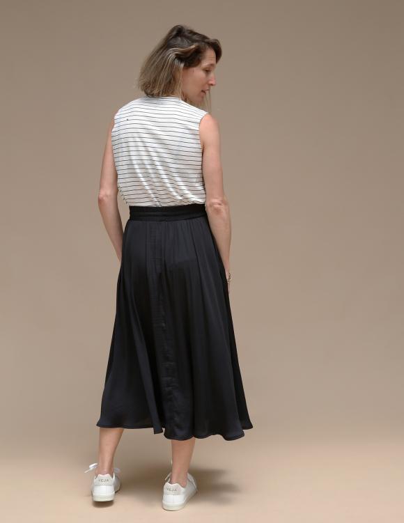 Alef Alef | אלף אלף - בגדי מעצבים | חצאית ATIAS שחור מבריק
