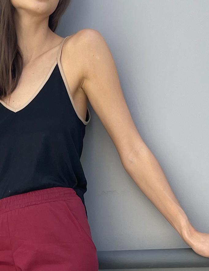 Alef Alef   אלף אלף - בגדי מעצבים   גופית CROWN שחור