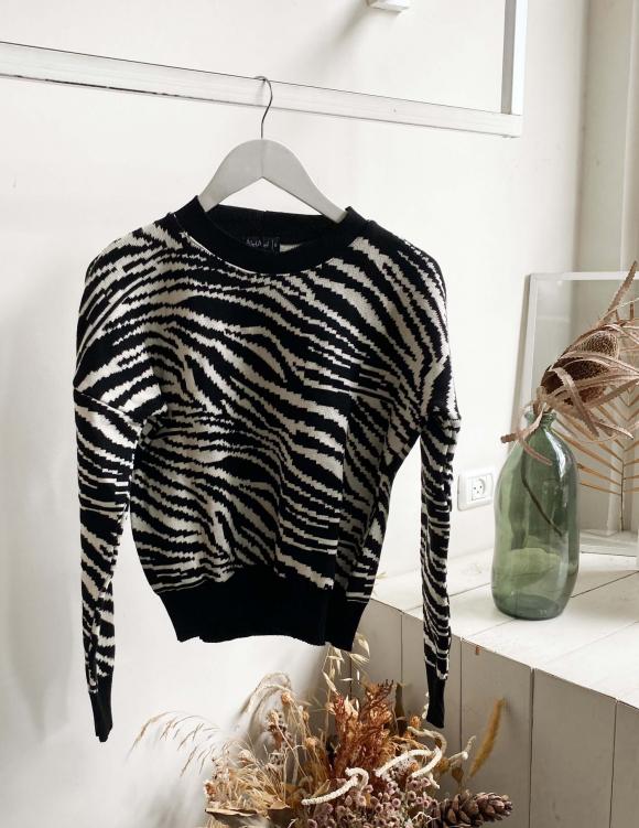 Alef Alef | אלף אלף - בגדי מעצבים | סוודר SNOW שחור לבן