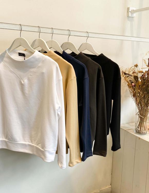 Alef Alef | אלף אלף - בגדי מעצבים | סווטשירט RAIN לבן